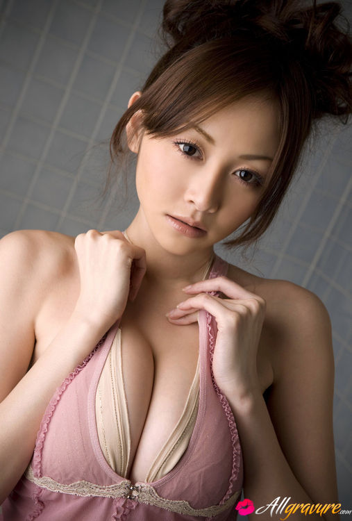 Naked busty barefoot japanese — pic 13